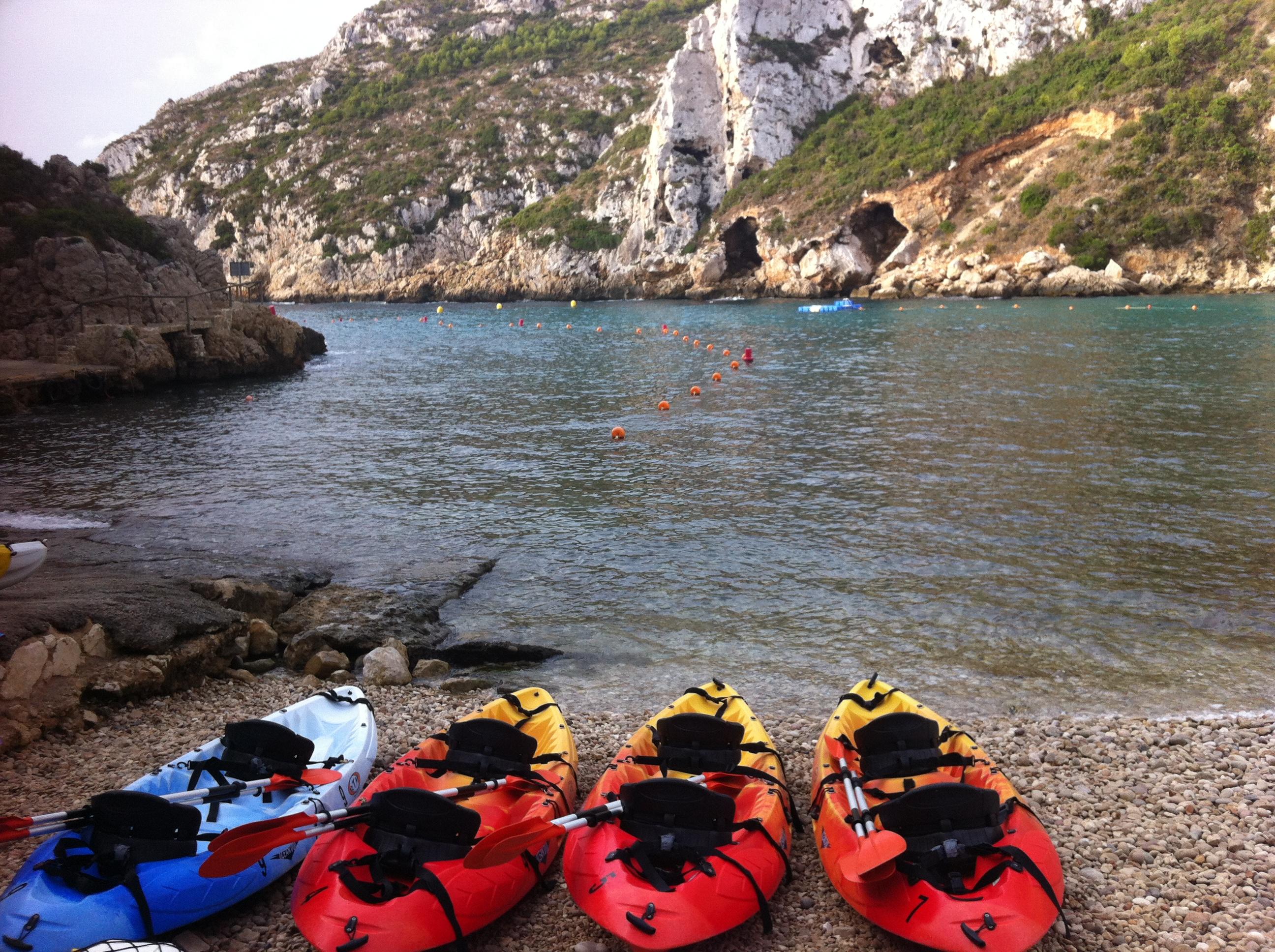Canoa en la Cala Granadella de Jávea... una de las más bonitas playas de España