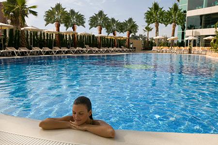 Piscina del hotel AR Diamante Beach **** en Calpe