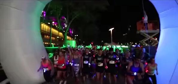 """Caminando, bailando, saltando: """"Flash Run Valencia"""", la carrera nocturna – 10.Julio 2015, Mario Schumacher Blog"""