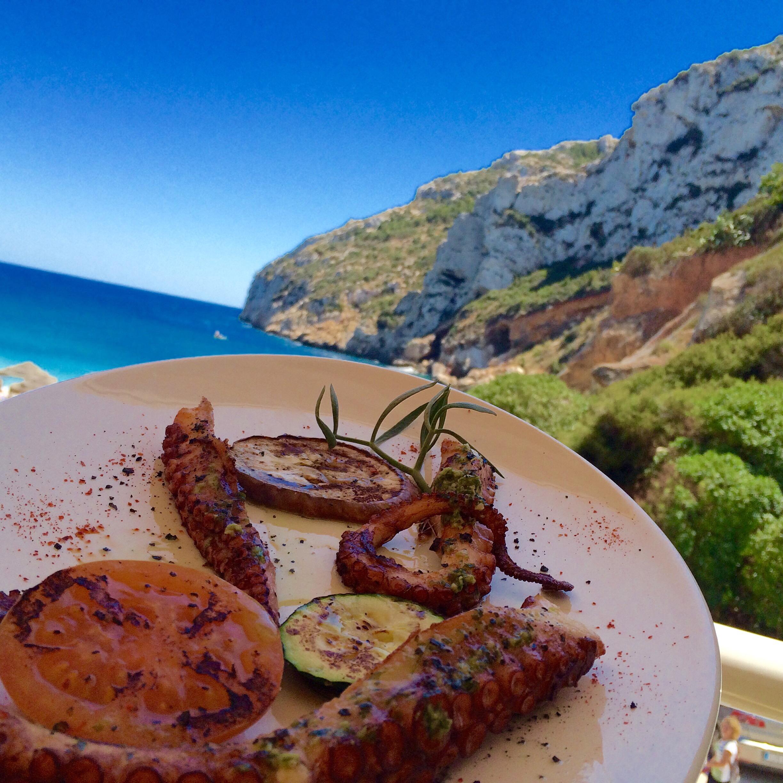 La Granadella-Bucht und Restaurante Sur in Jávea/Xàbia an der Costa Blanca (Spanien)