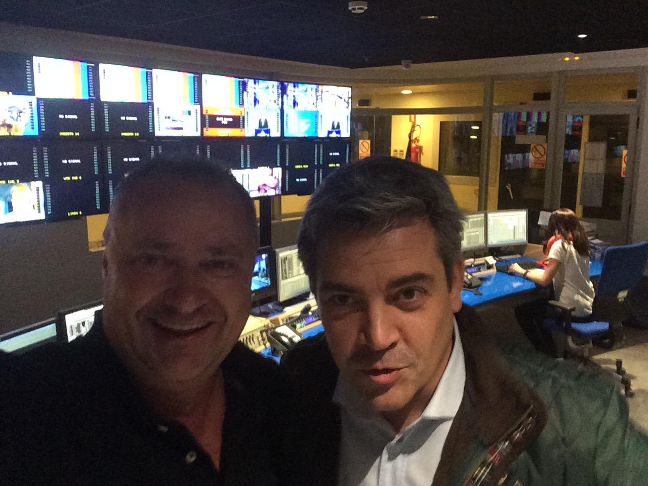 """Todos los días emociona a muchas personas en la televisión """"Alvaro Santos"""", Mario Schumacher Blog"""